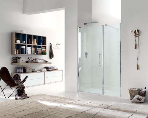 Bagno con doccia ante a battente senza telaio, Teknoair di Inda