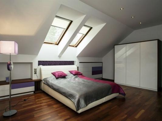 Camera in mansarda: realizzazioni modulari DeA Arredamenti