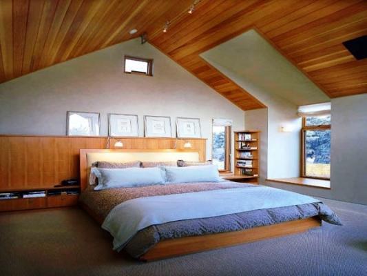 Camera da letto in mansarda: realizzazione in legno su misura DeA Arredamenti