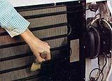 Pulitura della serpentina del frigforifero