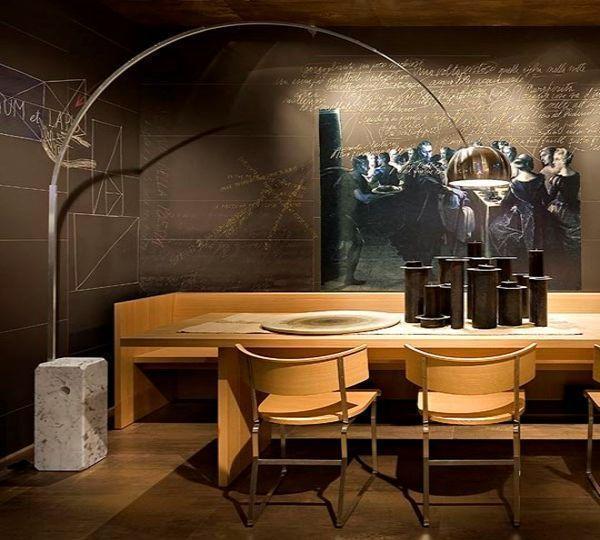 Le lampade di Achille Castiglioni: Flos, lampada da terra Arco