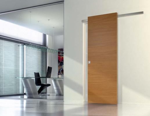 Porte scorrevoli in legno binario a vista: STRATO di Ghizzi & Benatti