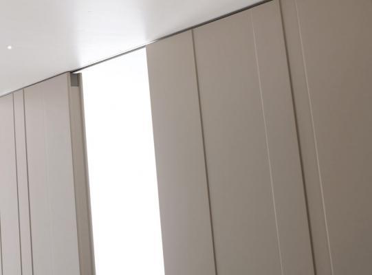 Porte scorrevoli STRIP Ghizzi & Benatti. particolare binario a incasso