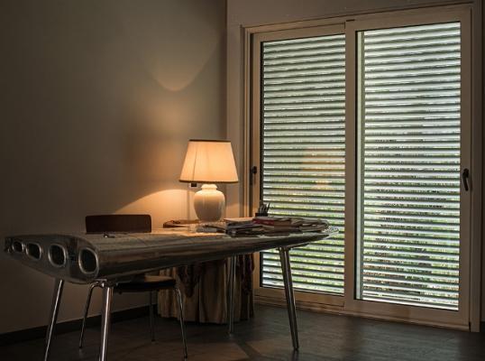 Oscuranti per finestre: tapparella frangisole