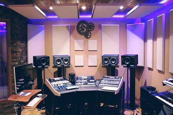 Rumorosità degli ambienti - studio musicale con pareti isolate