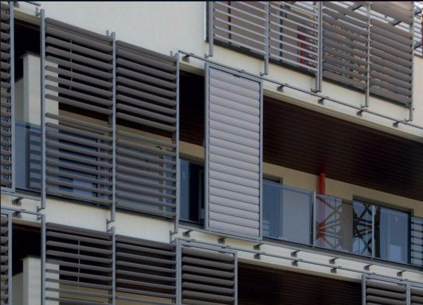 Frangisole alluminio in contesto residenziale di Sundbreak