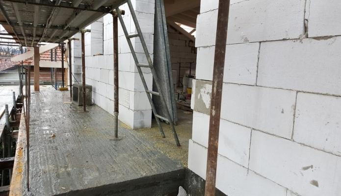 Posa blocchi cemento cellurare di Bacchi spa