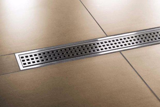 Piatto doccia a filo pavimento, canalina di scarico centrale