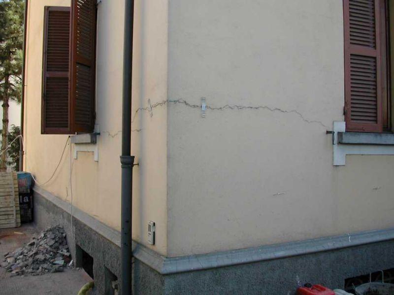 Crepa muro: cantonale d'angolo