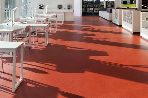 Pavimento in linoleum di Forbo