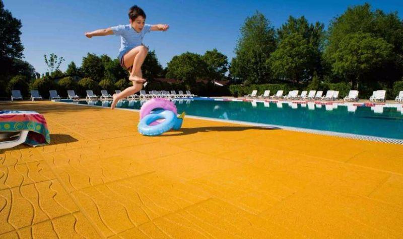 Pavimentazione antitrauma for Pavimentazione della piscina