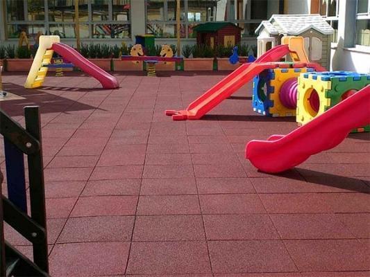 Pavimentazione antitrauma - Piastrelle gomma antitrauma ...
