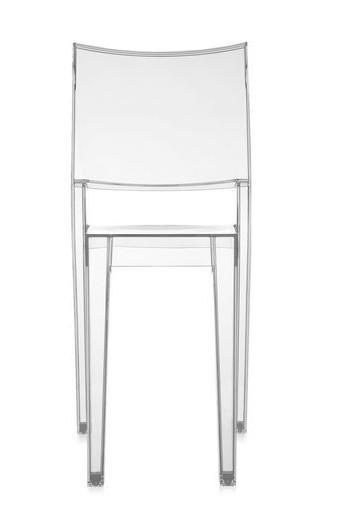 Rinnovare il soggiorno con uno stile di tendenza e le sedie della Kartell