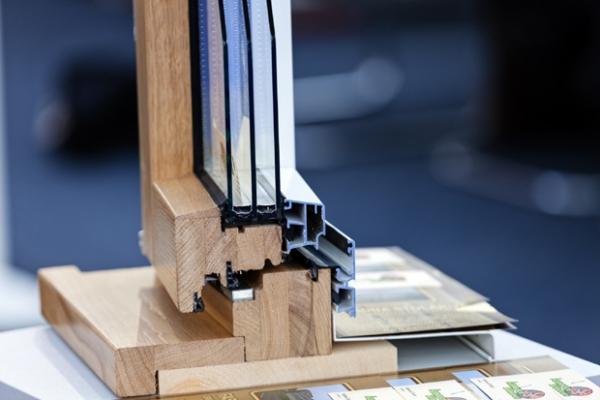 Sezione serramento in legno lamellare