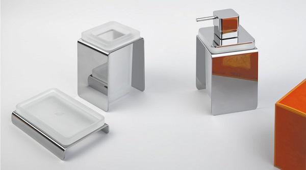 Rifare il bagno: porta saponetta e dispenser di Colombo Design, linea Forever