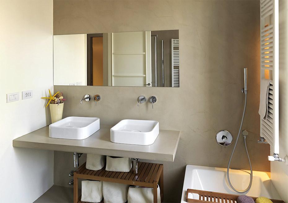 Cemento spatolato rivestimenti per pavimenti in oltrecemento - Resina su piastrelle bagno ...