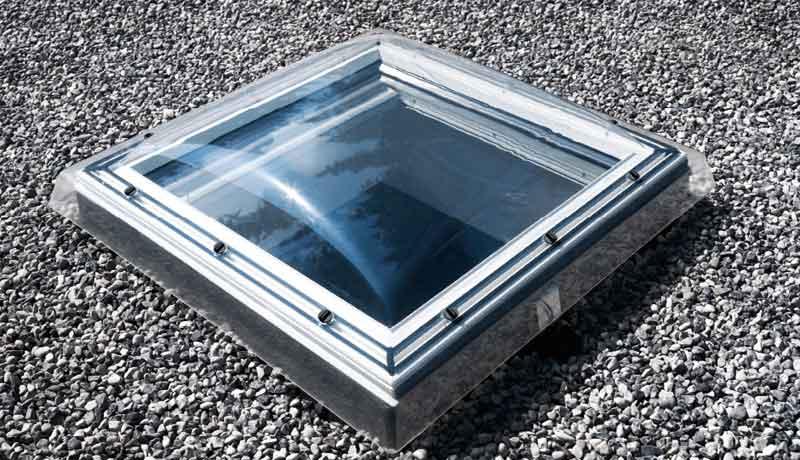 Mansarda abitabile: finestra per tetto piano