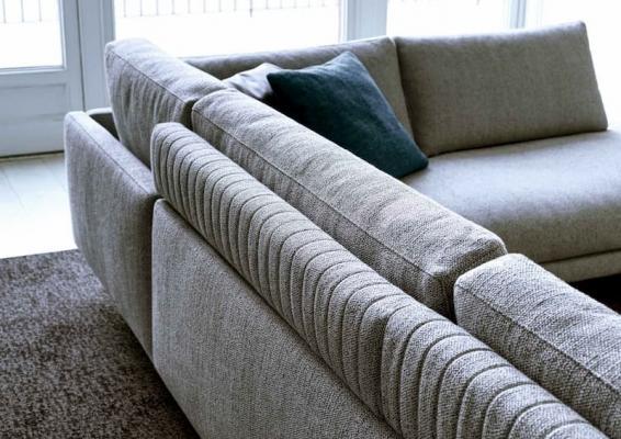Dettaglio dello schienale del divano componibile Dee Dee