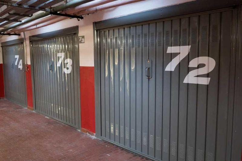 Porte per garage, basculanti di Officine Locati