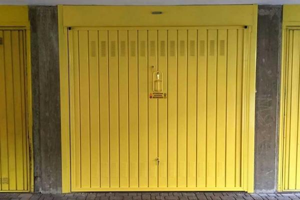 Porta basculante, by Officine Locati