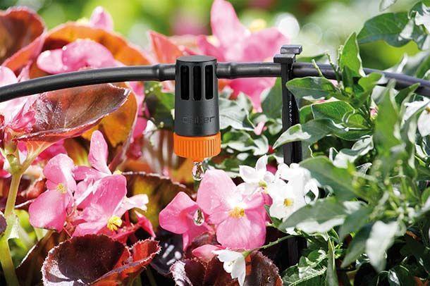 Irrigazione a goccia dei vasi sul balcone di Claber