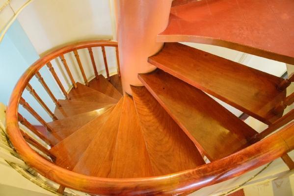 Scale a chiocciola progettazione scelta e montaggio for Rivestire una scala in legno