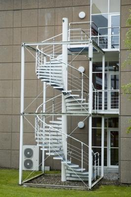 Scale a chiocciola progettazione scelta e montaggio - Copertura scala esterna ...