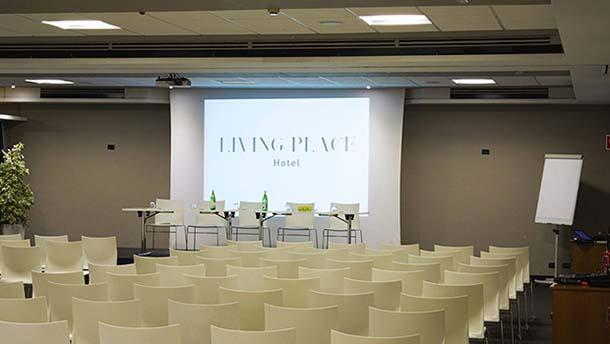 Azero tour 2017: il convegno a bologna al Livinge Place Hotel