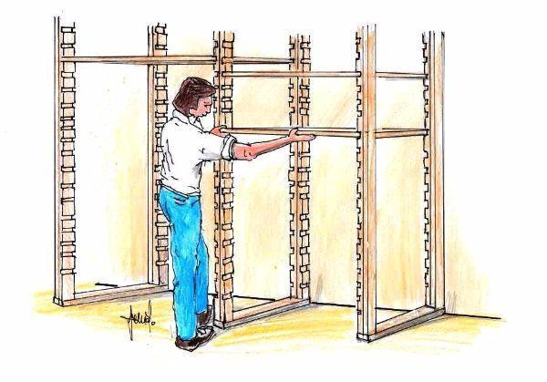Scaffalatura per cantina: struttura portante in legno