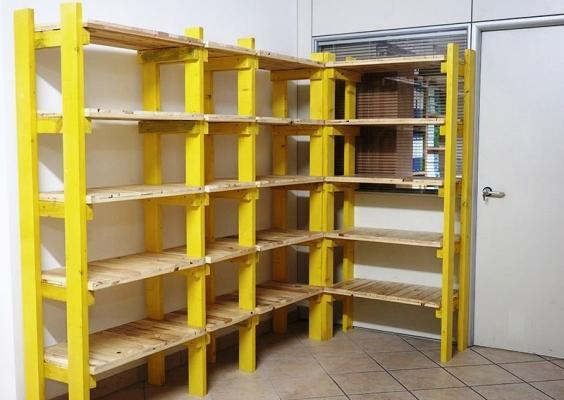 Scaffalatura in cantina fai da te for Scaffali libreria in legno