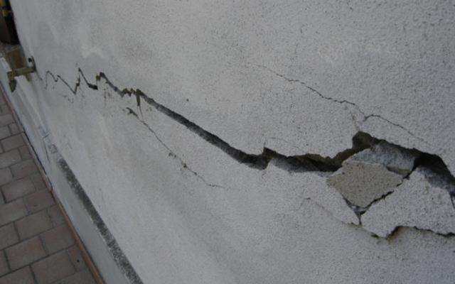 crepe nei muri e cedimenti del terreno