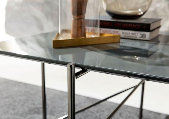Tavolino Riff con gambe in acciaio realizzato su misura