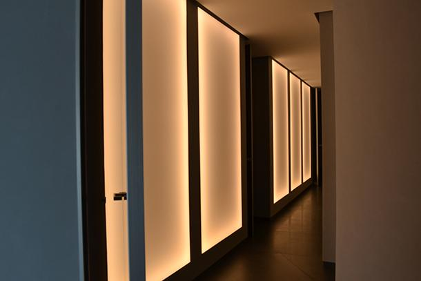 Applicazione di teli retroilluminati a luce soffusa - foto di Enkos srl impresa edile