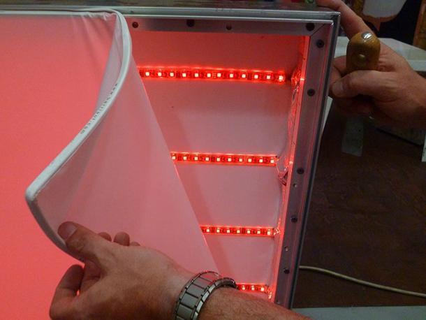 Particoloare di telo teso retroilluminato con strip LED di Barrisol