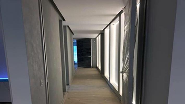 Accensione dei pannelli luminosi - foto di Enkos srl impresa edile