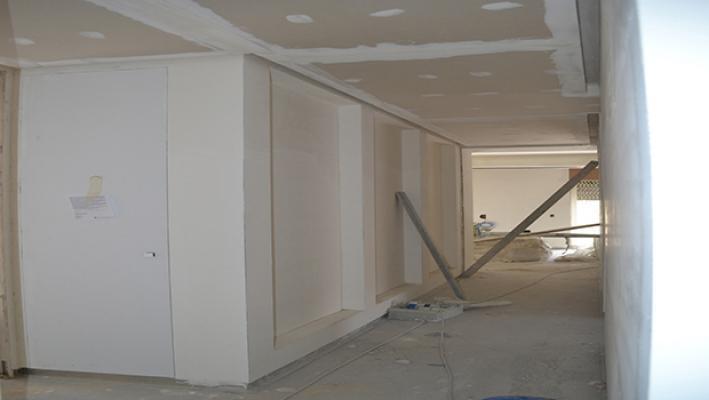 Preparazione al montaggio dei pannelli luminosi - foto di Enkos srl impresa edile