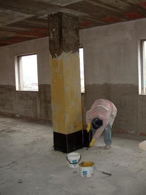 Rinforzo pilastro con fibre carbonio per una casa sicura