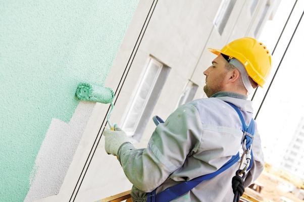 Posa della pittura Thermoshield su facciate esterne