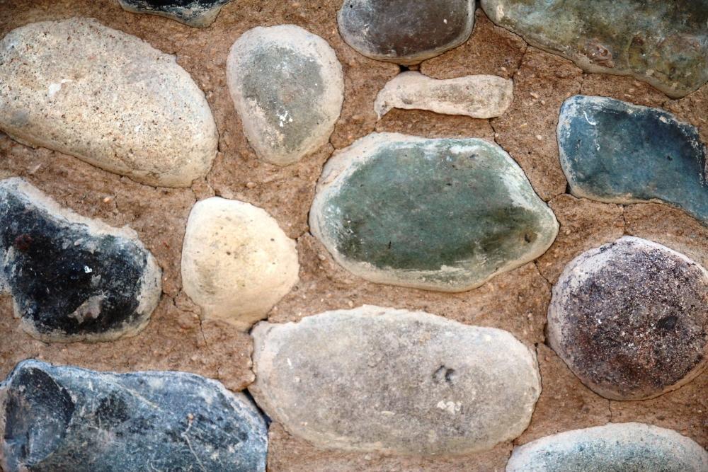 Zem Marmi: parete a ciottoli tranciati