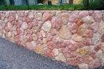 Recinzione con pietre in giallo reale rosato, by Zem Marmi