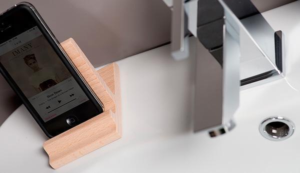 Accessori per il bagno: iPad stand di Thermomat Saniline s.r.l