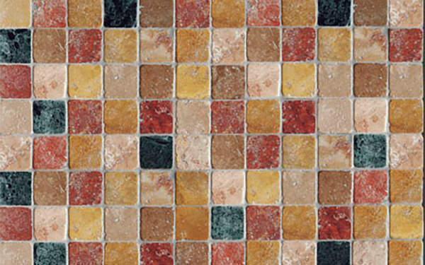 Pavimento di piccole mattonelle in marmi policromi de I Ciottoli di Marmo
