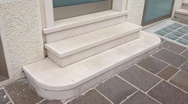 Posa di marmi e graniti - Soglie per finestre moderne ...