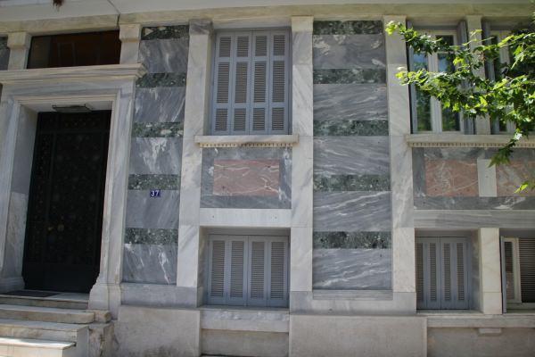 Rivestimento di una facciata by Marmi ZEM