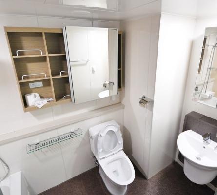 Valorizzare gli spazi: bagno con elementi modificati