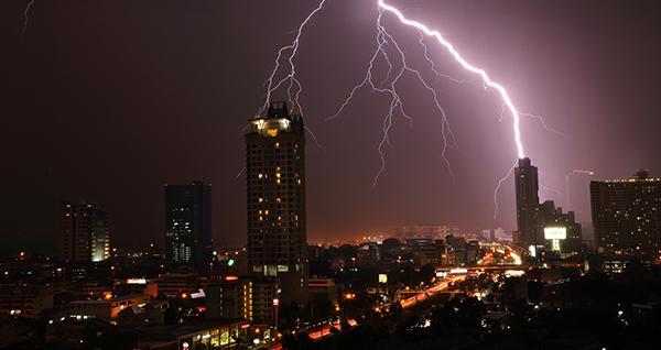 I fulmini possono causare gravi danni a un edificio