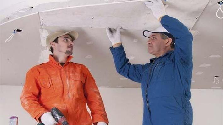 Isolare il soffitto posando il cartongesso