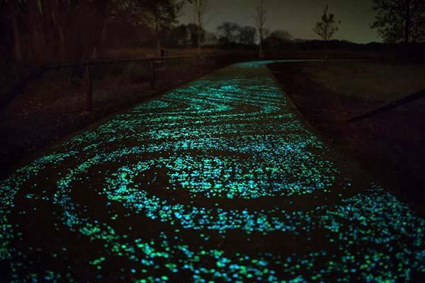 Materiali per costruire: pista illuminata con particelle luminofore