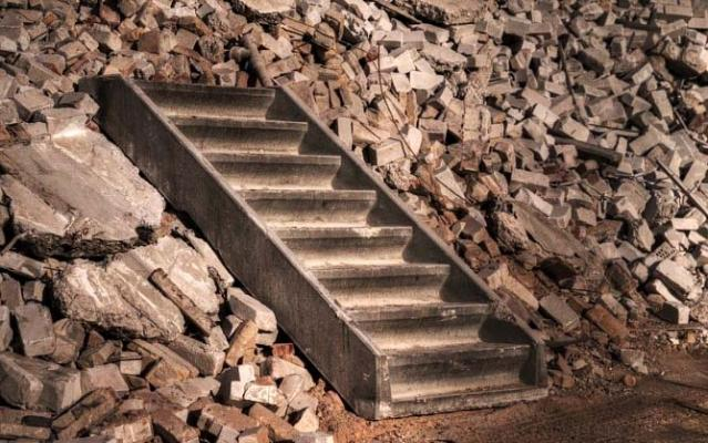 Rivestimenti recuperati: rampa scala in pietra