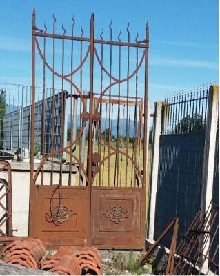 Recupero materiali: cancello in ferro  da riutilizzare